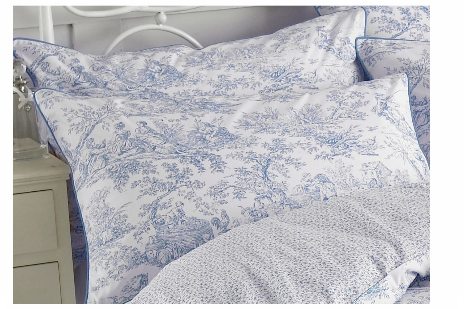 Canterbury Tales Pillowcase | Blue