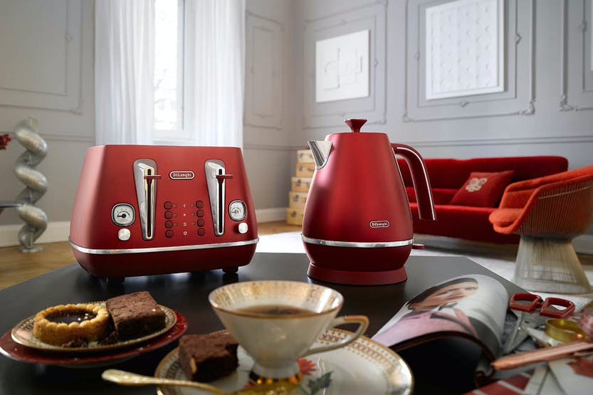 DeLonghi Distinta Flair 4 Slice Toaster | CTI4003R | Red