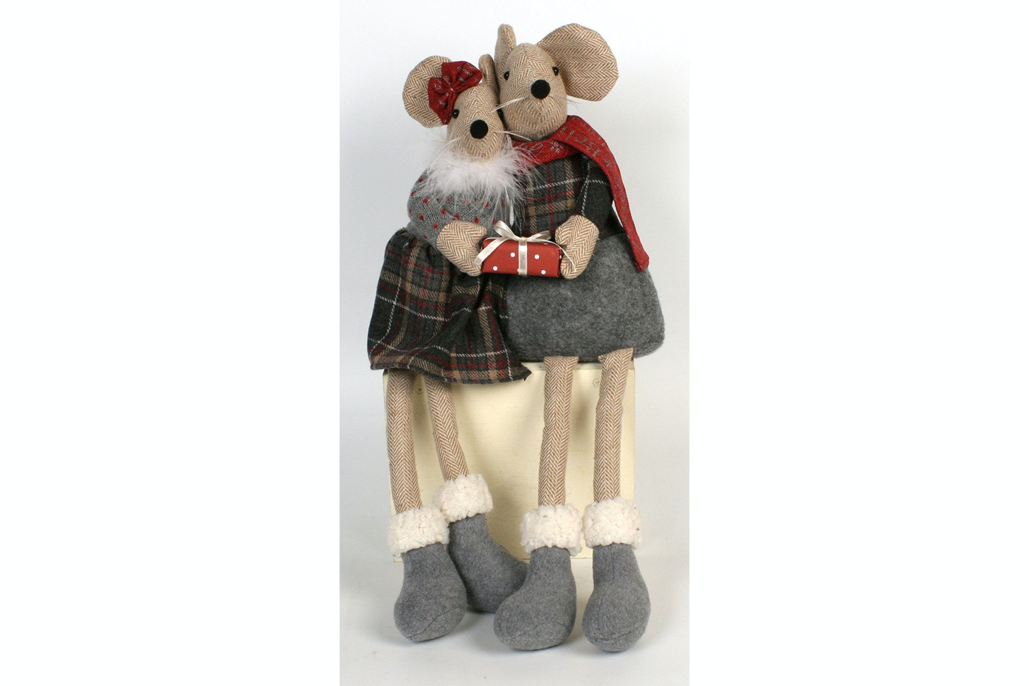 Mouse Couple With Gift Box