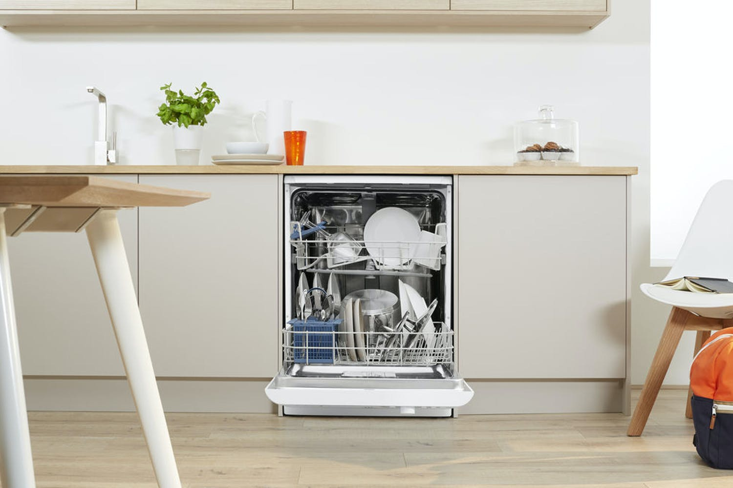 Indesit Ecotime Freestanding Dishwasher | DFG15B1UK