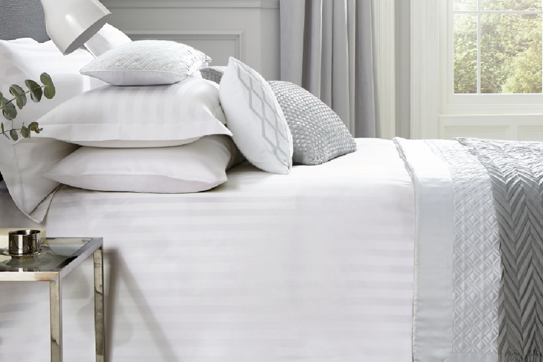 Paramount Duvet Cover | White | King