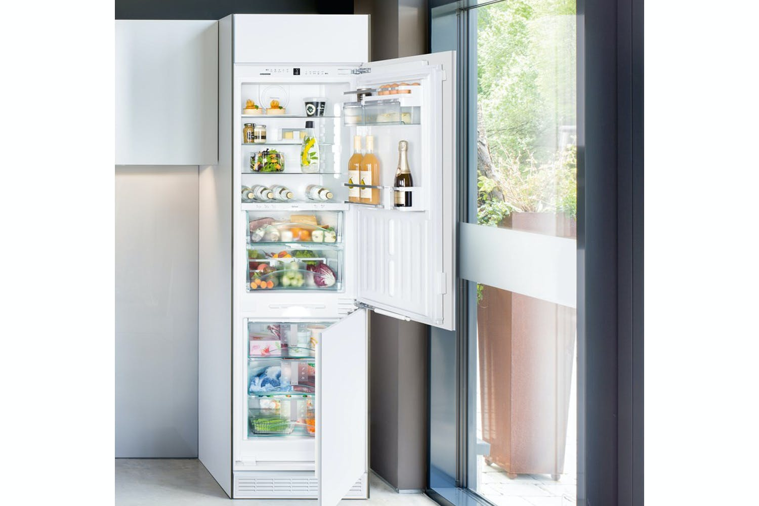 Liebherr Integrated Fridge Freezer | ICBN3376