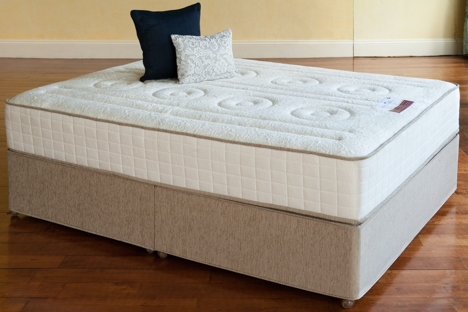 with ordinary throughout pertaining mattress elegant sets the to rooms collection in incredible sofia go most fresh room amazing beautiful vergara bedroom furniture