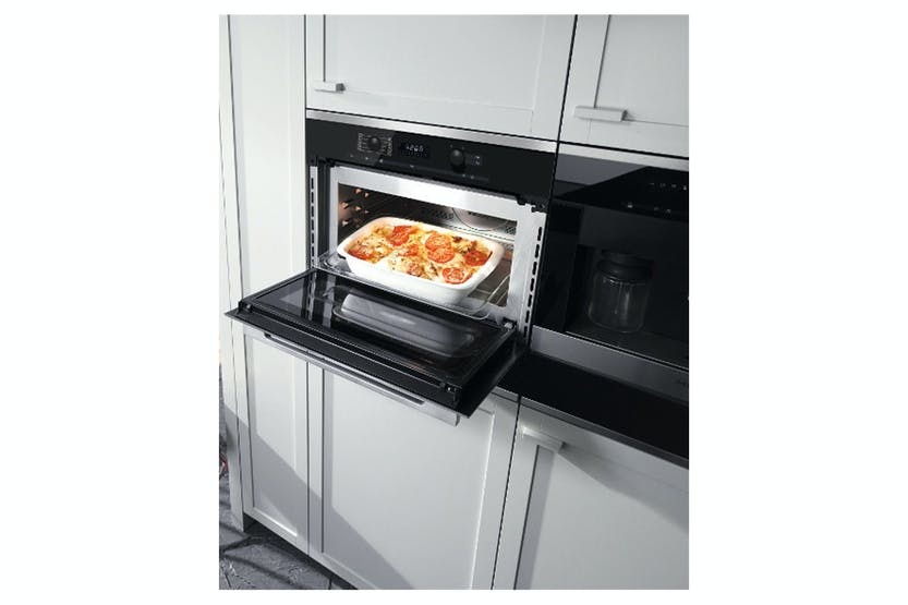 Miele H 6100 BM  Oven with microwave   With electronic clock/timer and combination modes for quick, perfect results