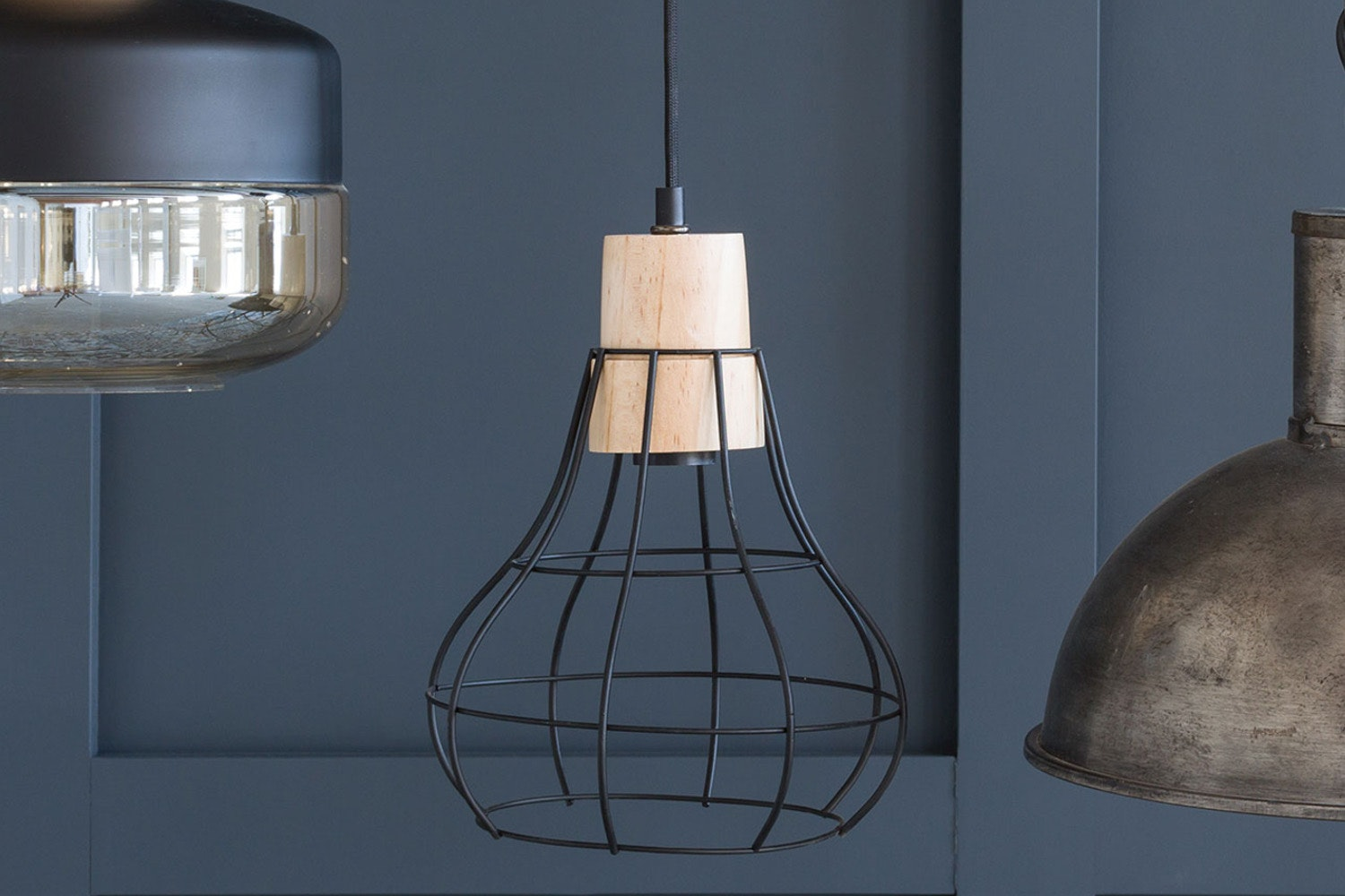 Hanging Metal Wire Lamp with Wooden Top