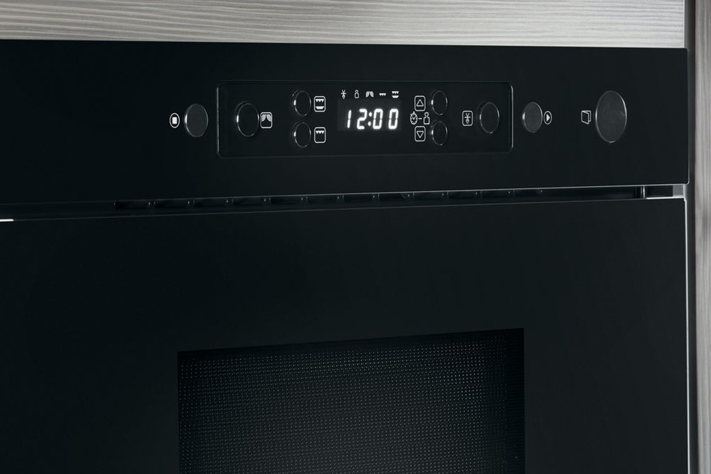 Whirlpool 22L 750W Built In Microwave | AMW439/NB | Black