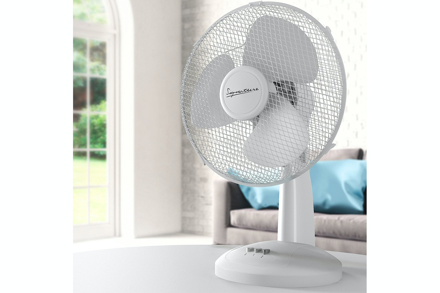 Signature 16 Desk Fan | S132N