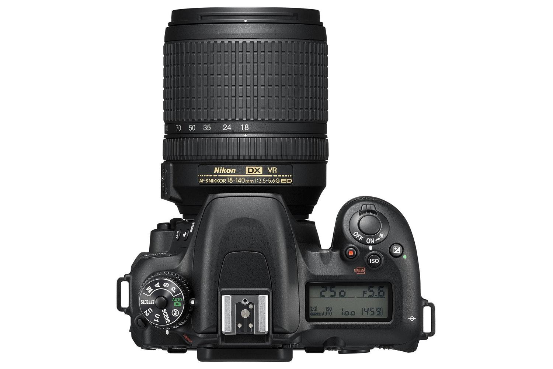 Nikon D7500 + AF-S 18-105 VR DX